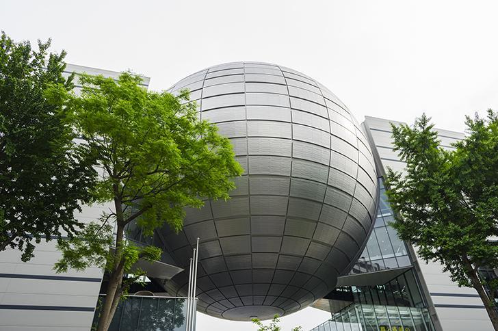 実際に展示物が体験できる「名古屋市科学館」